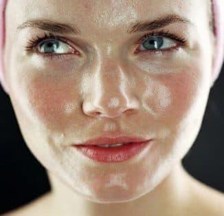 К чему приводит жирная кожа лица и основные моменты в уходе